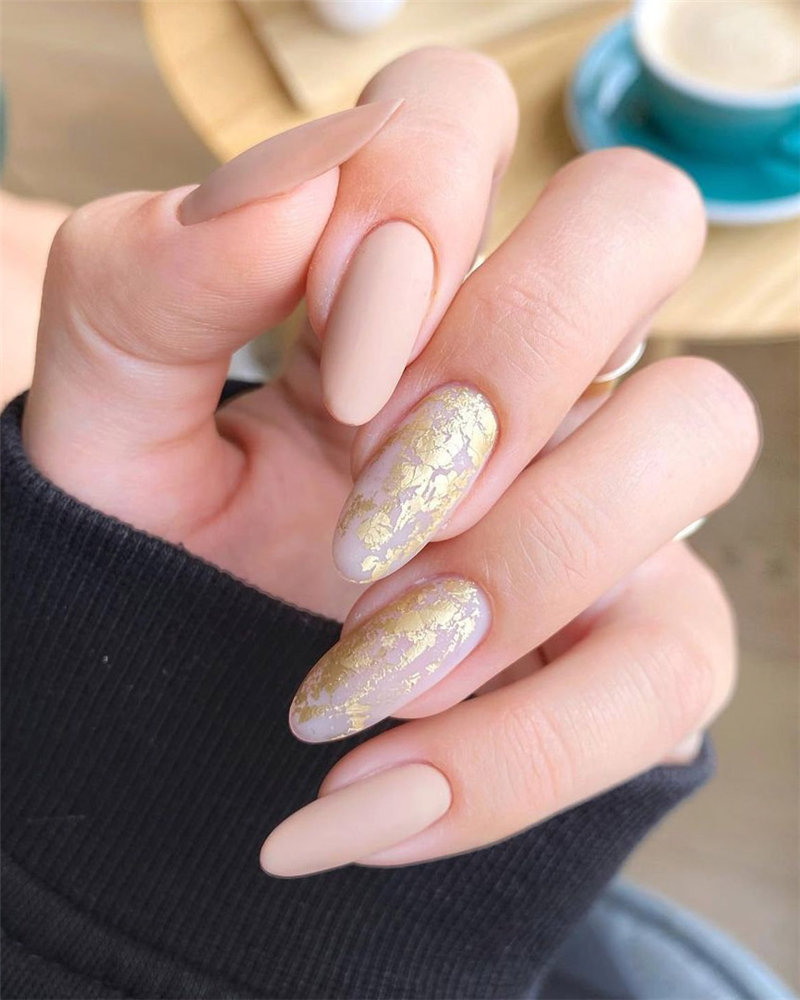 What nail design and colors are in for fall 2021? From falling leaf to gold foil and matte black to brown, here are the hottest nail colors and latest trends for fall nails design for 2021.