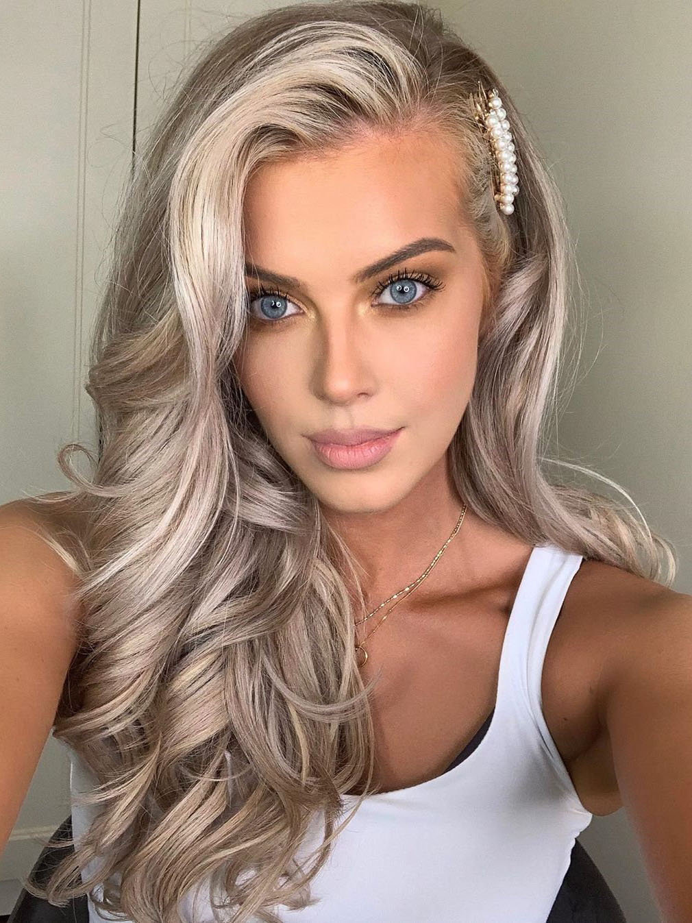 60 Elegant Prom Hairstyles: Short, Medium & Long prom hairstyle. They are going to brighten your party and make them even more remarkable. Click to see more hairstyles.
