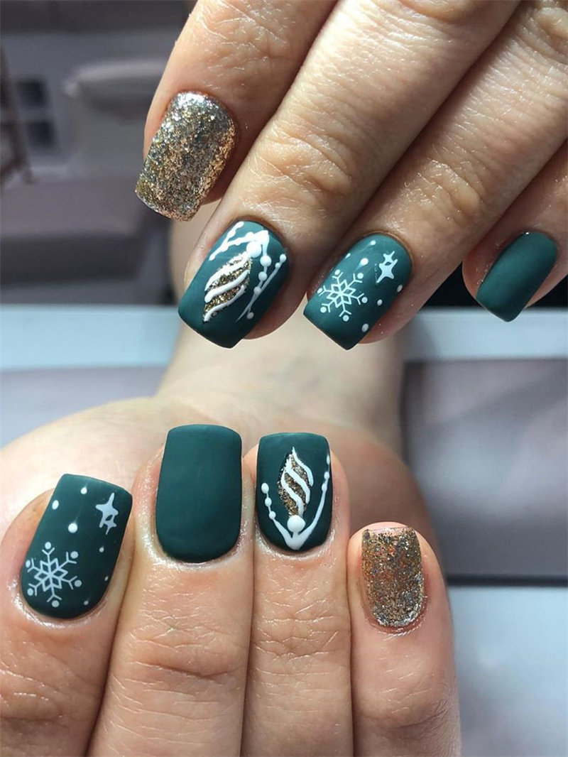 45 glitter nail art design and dip powder nails ideas, them looks so edgy and stylish. Take a look at and choose your favorite glitter nails ombre. Try and enjoy!   Soflyme.com