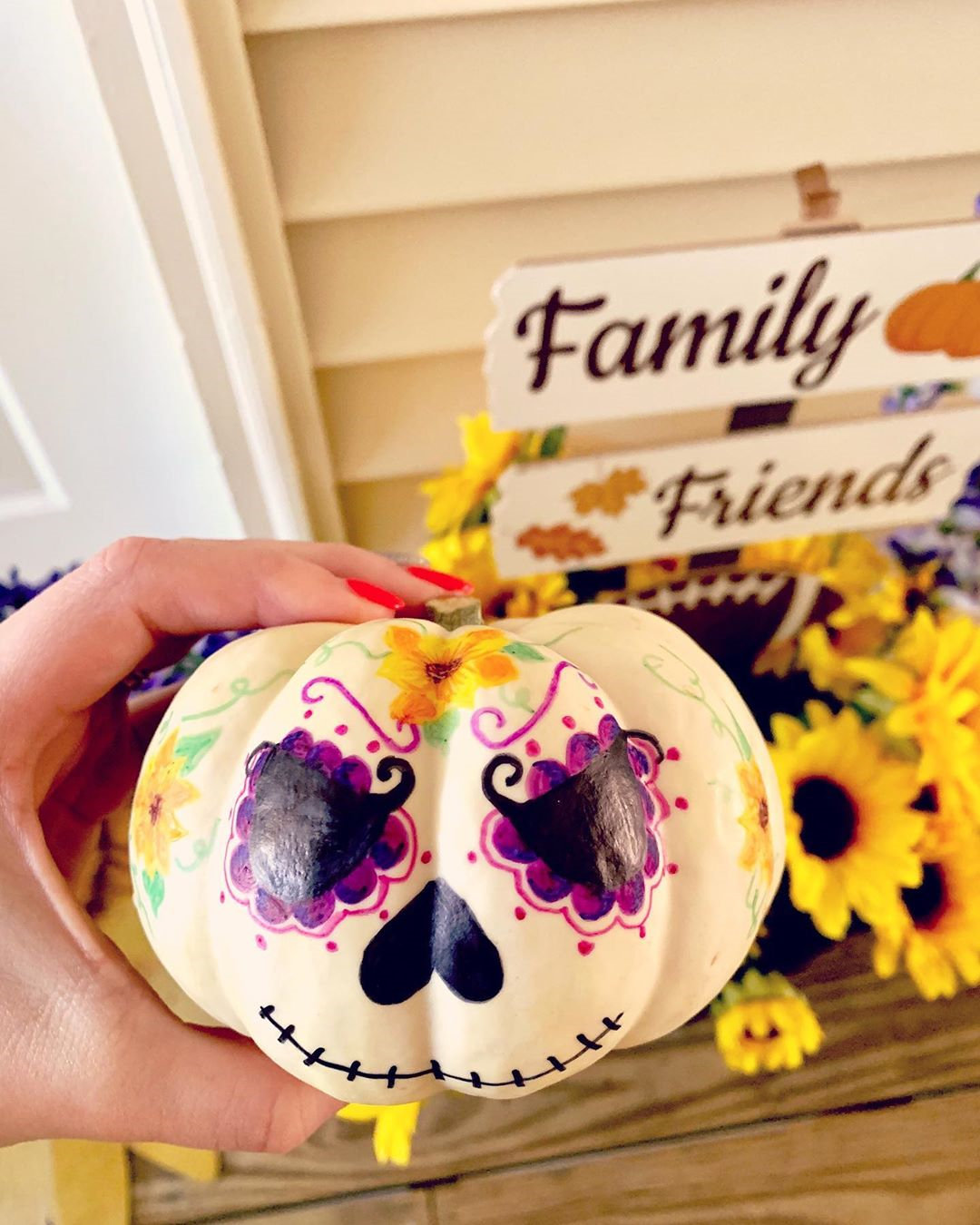 Here are 60 cute and surprisingly pumpkin painting ideas that you should try this fall. If you are passionate about innovative craft ideas, must try it!