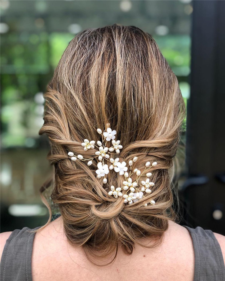 Trendy Wedding Hairstyles of Bridal From Real Weddings 2021; wedding hairstyles half up half down; wedding hairstyles for long hair; wedding hair ideas; Bridal hairstyles; #weddinghairstyles #bridalhairstyles
