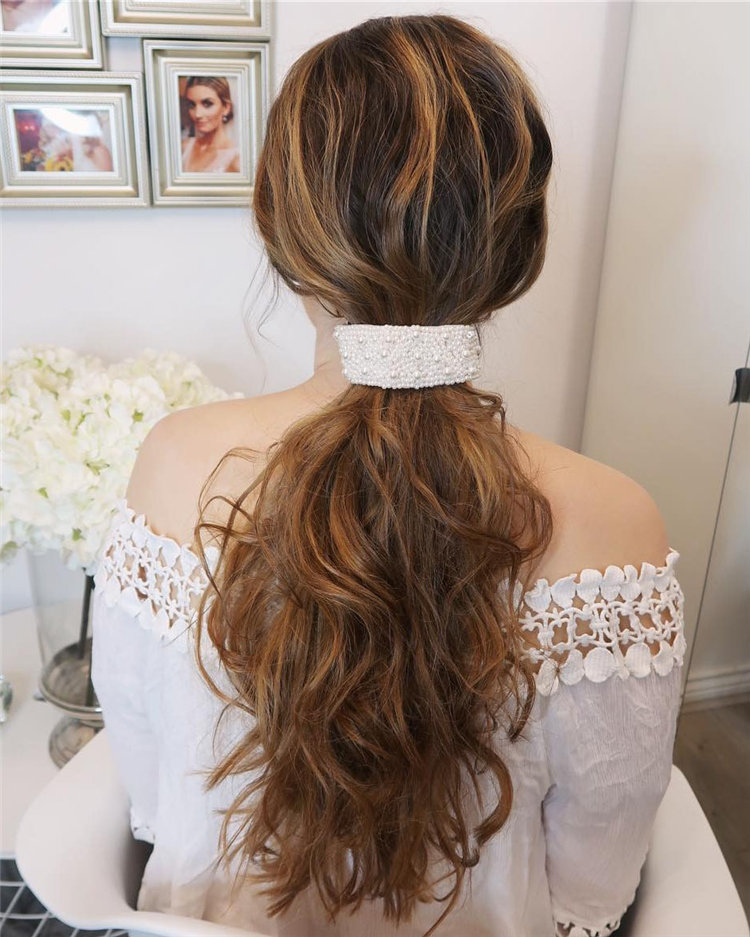 Trendy Wedding Hairstyles of Bridal From Real Weddings 2019; wedding hairstyles half up half down; wedding hairstyles for long hair; wedding hair ideas; Bridal hairstyles; #weddinghairstyles #bridalhairstyles