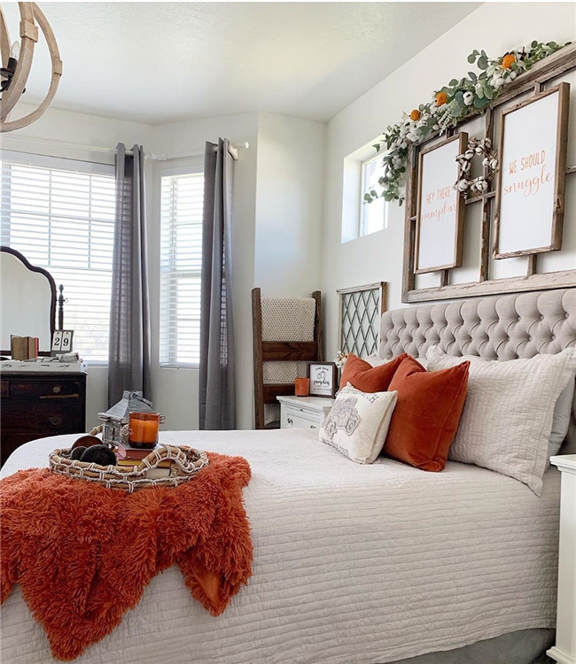 Fall bedroom decor - Here, the 40+ best bedroom decor ideas with a variety of different style. You'll find unexpected to bedroom decor ideas. #BedroomDecor #Bedroom