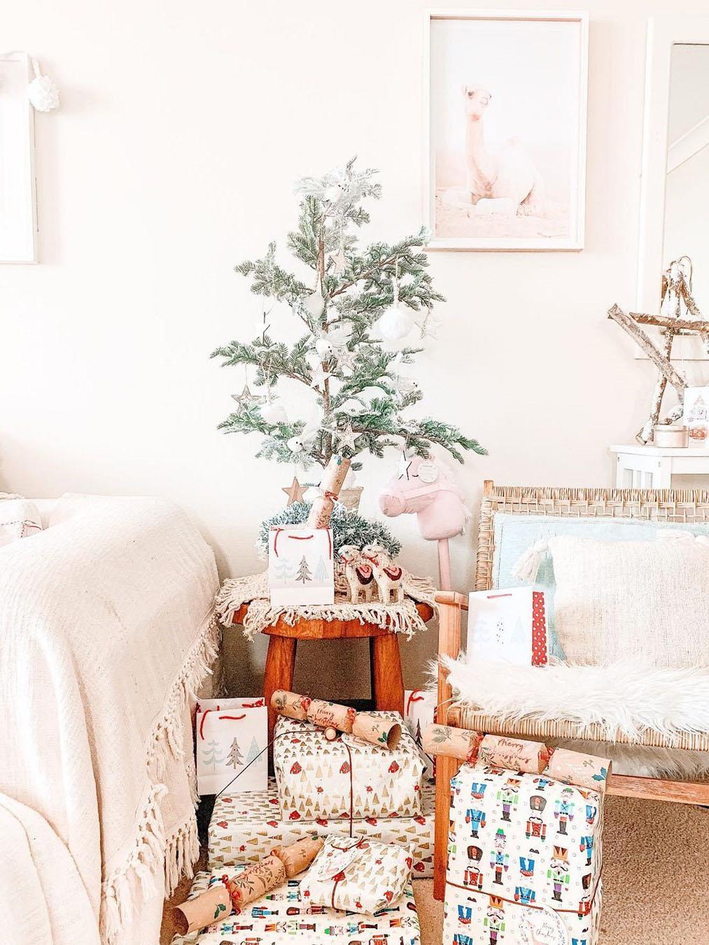 100 Gorgeous Christmas Tree Decoration Ideas, Christmas Tree, christmas tree ideas, christmas tree decor, christmas tree decorations, christmas tree ideas decorating simple, christmas tree themes