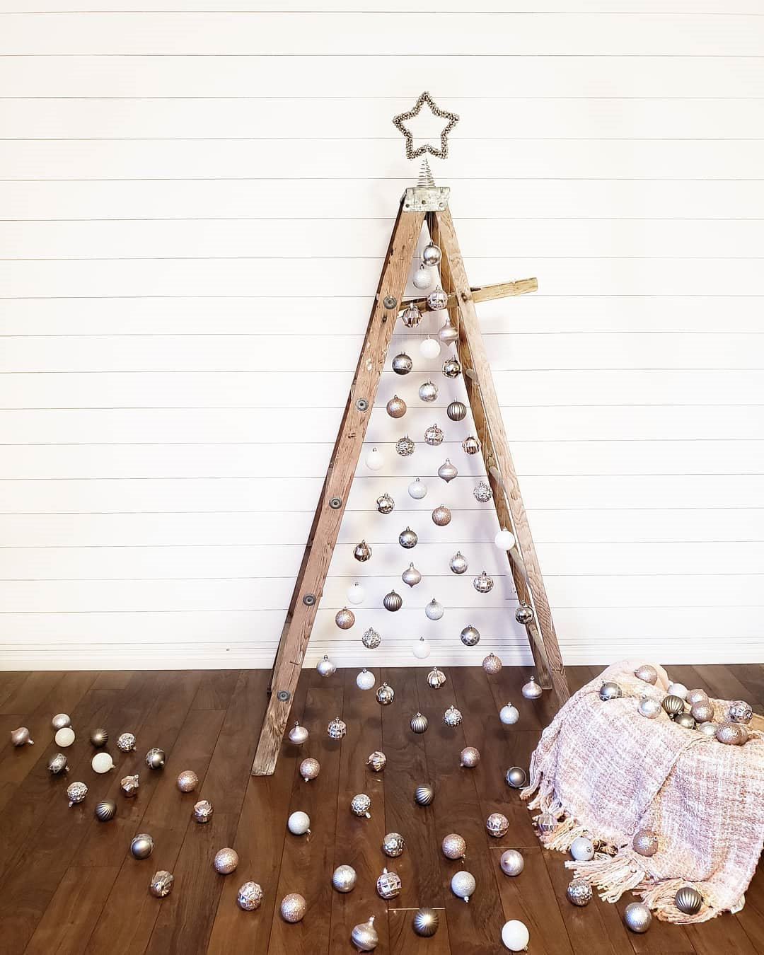 100 Gorgeous Christmas Tree Decoration Ideas, Christmas Tree, christmas tree ideas, christmas tree decor, christmas tree decorations, christmas tree ideas decorating simple, christmas tree themes