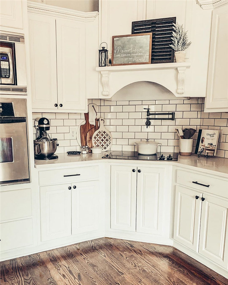 45 awesome kitchen decor ideas, them looks so edgy and stylish. Take a look at and choose your favorite kitchen design. #KitchenDecor #KitchenIdeas | Soflyme.com