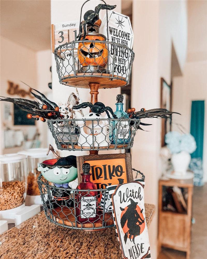 indoor Halloween decorating ideas and inspiration; Halloween Decor; Home Decor; Spider Halloween Decor; Skeleton Halloween Decor; Pumpkin Halloween Decor; #halloween #halloweendecor #homedecor #spiderhalloweendecor #skeletonhalloweendecor