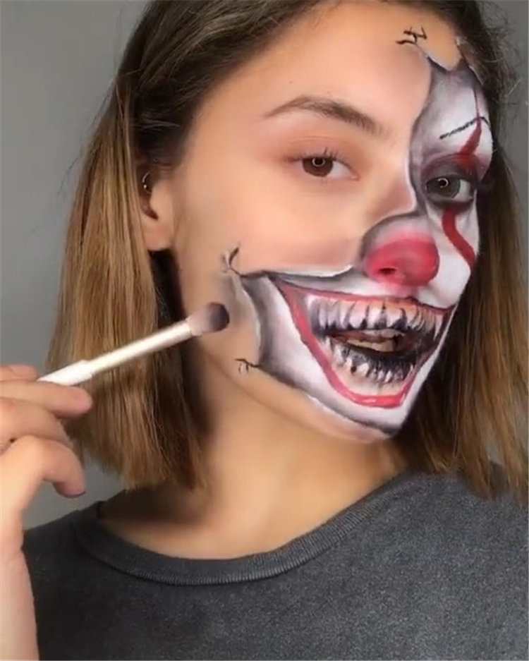 Looking for the most exciting Halloween makeup ideas? I think you will like these as much as I do. Check out these wonderful Halloween  makeup ideas and try it out for yourself! #HalloweenMakeup #Halloween