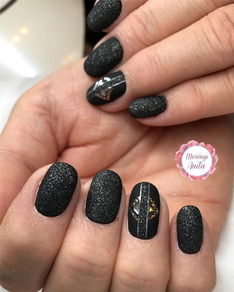 Cool Matte Black Nails Ideas To Copy in 2021, #MatteBlackNails, #MatteNails, #BlackNails