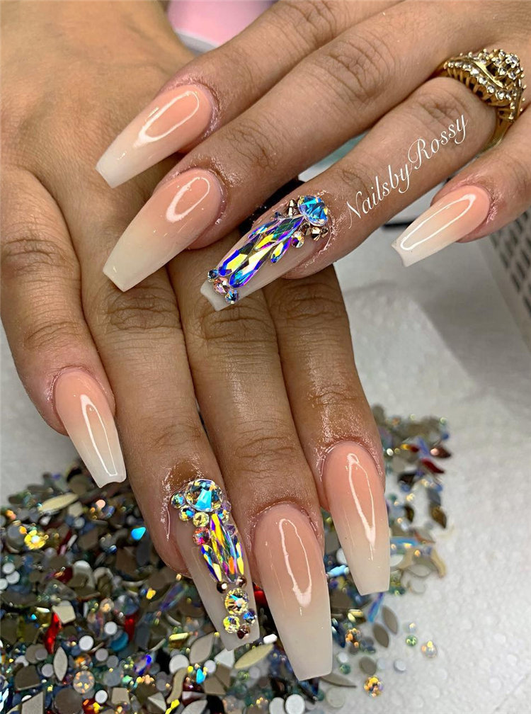 Simple and Elegant Wedding Nail Art Ideas For Bride; wedding nails; bride nails; wedding nails for bride; nail art; nails; bride nails wedding; bride nails elegant; #WeddingNails #BrideNails #WeddingNailsforBride #NailArt #Nails