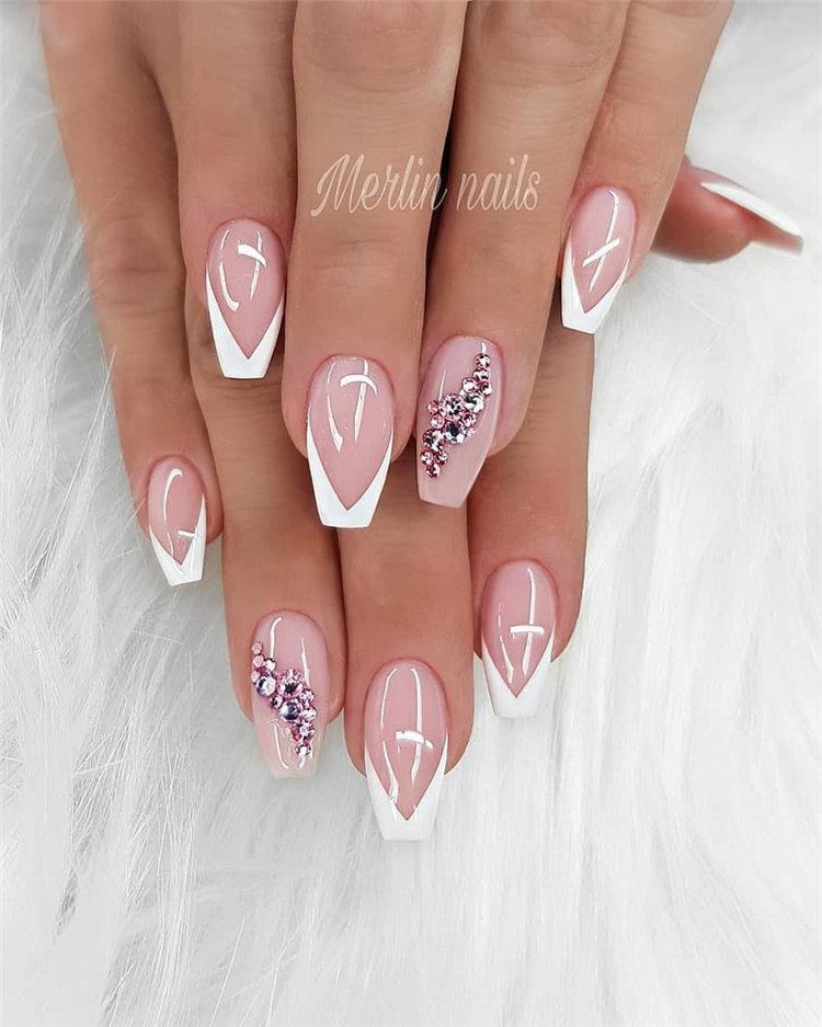 Simple and Elegant Wedding Nail Art Ideas For Bride; wedding nails; bride nails; wedding nails for bride; nail art; nails; bride nails wedding; bride nails elegant; #WeddingNails #BrideNails #WeddingNailsforBride #NailArt #Nails