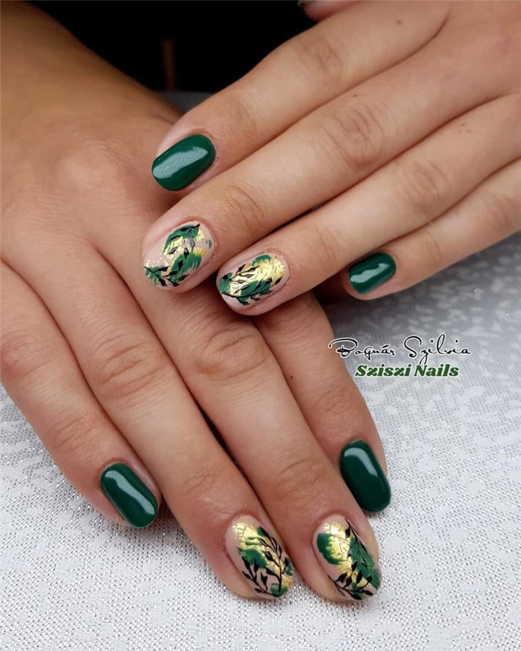 Need some nail design inspiration for your nails at autumn? We've searched for 90 inspiration for fall manicures for you . So, take a look and get some inspiration. #FallNails #NailArt #NailDesigns