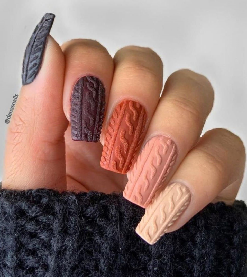 70 stylish and simple winter nails design, and from snowflakes nails to christmas nails, from white nails to glitter nails and will bright your winter. Try and enjoy!   Soflyme.com