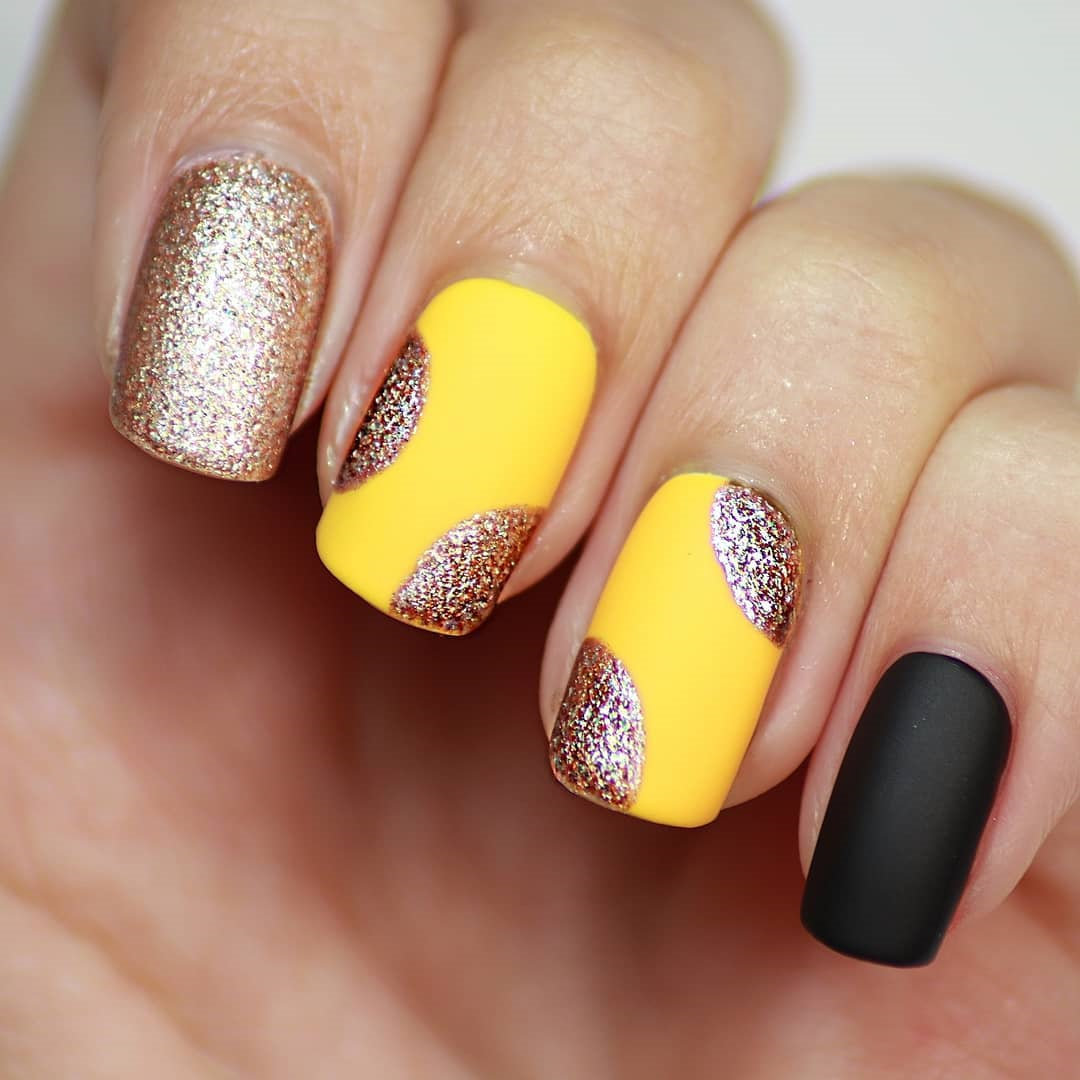 70 stylish and simple winter nails design, and from snowflakes nails to christmas nails, from white nails to glitter nails and will bright your winter. Try and enjoy! | Soflyme.com