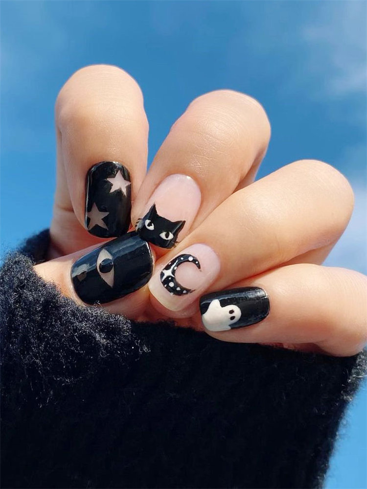 Next we have some spookly ghost nails for halloween 2020. Some nails looks cute, some looks scary. Take a look at these ghost nails idea and get some inspiration. #HalloweenNails #GhostNails