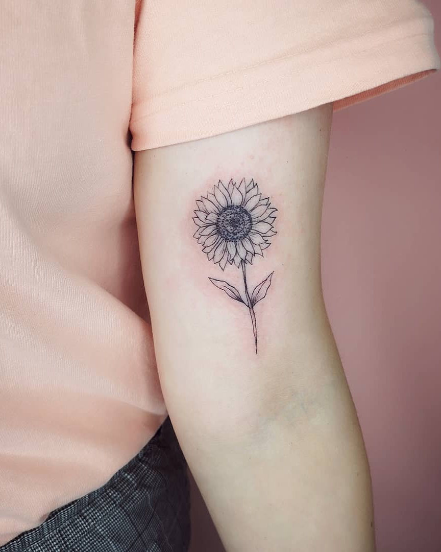 If you are looking for simple and pretty flower tattoos ideas, we have collected 60+ stylish flower tattoos ideas for you. You can discover the best tattoos ideas in our gallery.